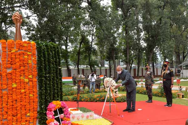 Bad weather in Zojila, President Kovind salutes the martyrs from the Dagger War Memorial