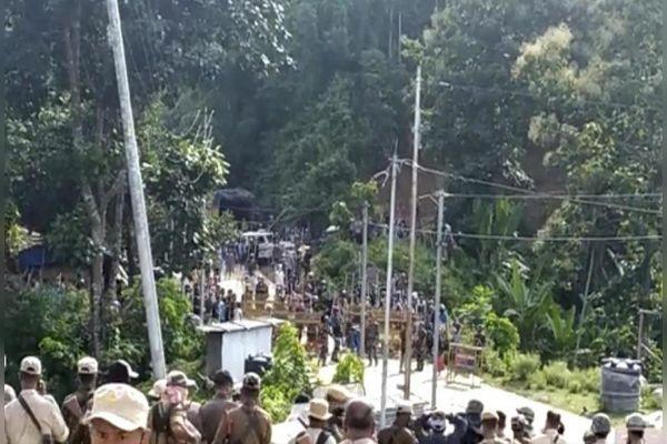 Violence erupts on Assam Mizoram border 6 Assam policemen killed over 50 injured