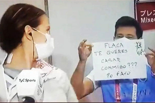 Coach proposes to Argentine Fencer