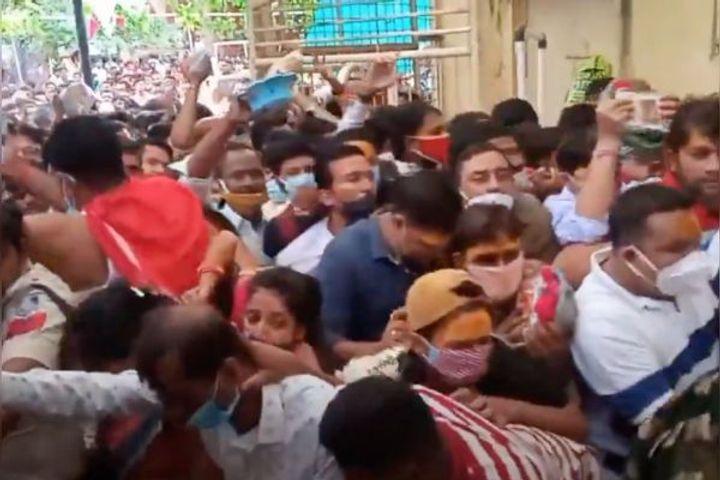 A stampede like situation was seen at Mahakaleshwar Temple in Ujjain Madhya Pradesh yesterday