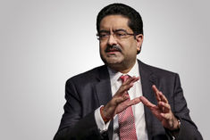 Kumar Mangalam Birla left the post of Vodafone Idea Chairman Himanshu Kapania got the responsibility