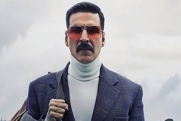 akshay kumar once again reached england for mission cinderella