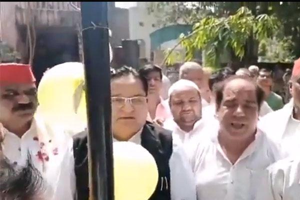 SP leader forgets national anthem