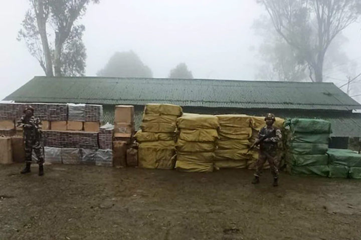 Assam Rifles caught 502 cans of foreign cigarettes three people arrested