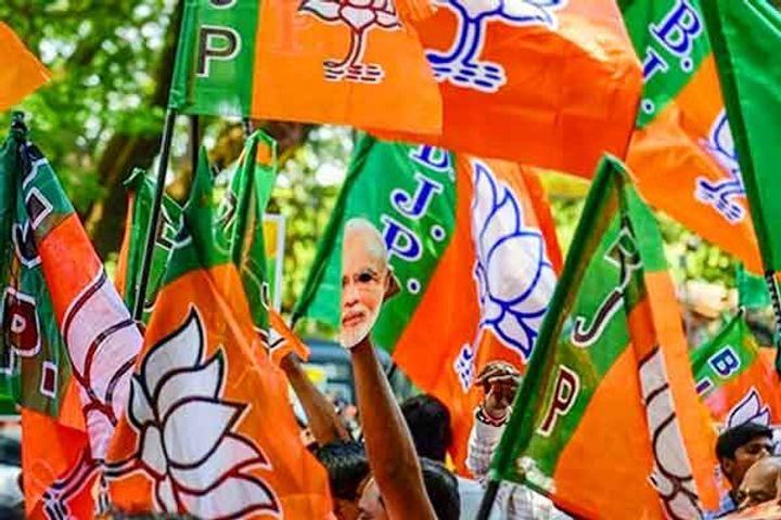 Accused of breaking corona protocol in BJP's 'Jan Ashirwad Yatra'