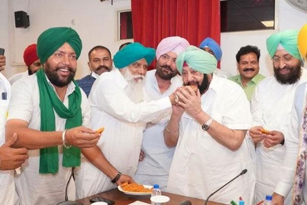 Amarinder Singh hikes sugarcane price by Rs 35, Rs 360 per quintal