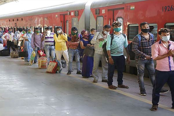 Flight missed due to train delay now railways will give Rs 35000 to the passenger
