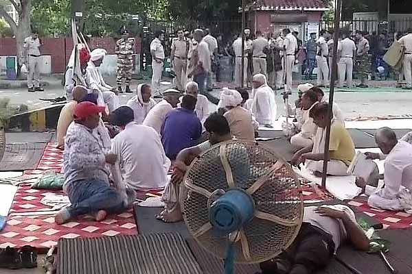 Internet services closed in Karnal to stop rumours, farmers' strike continues