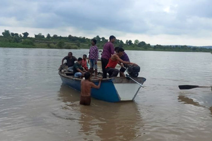 Boat submerged in Wardha river, 11 people were on board, 3 bodies recovered