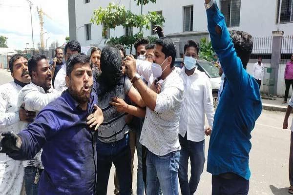 Shiv Sena workers