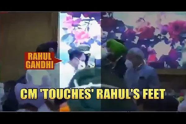 Punjab CM Charanjit Singh Channi reportedly touches Rahul Gandhi feet