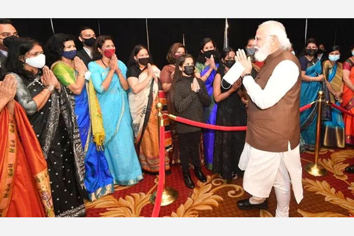 PM Modi welcomes by Indian Diaspora