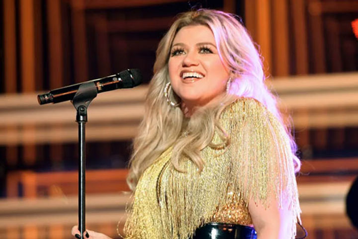 Kelly Clarkson Officially Declared Single Amid Divorce From Brandon Blackstock
