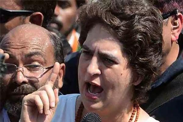 Congress accuses UP cops of manhandling Priyanka Gandhi