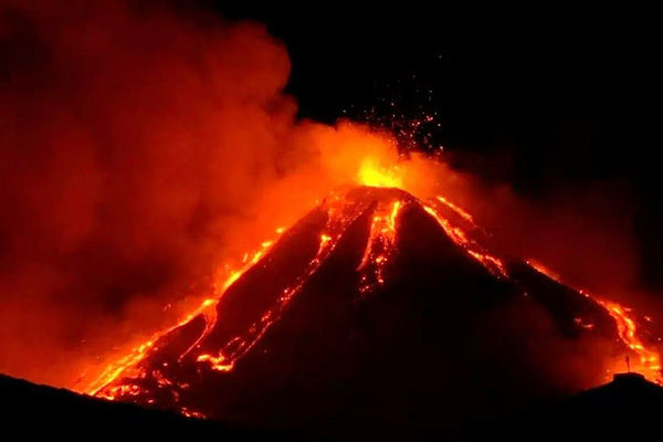 Spain La Palma Island Volcano Still Erupting Volcanic Lava Engulfs More Houses And Lands