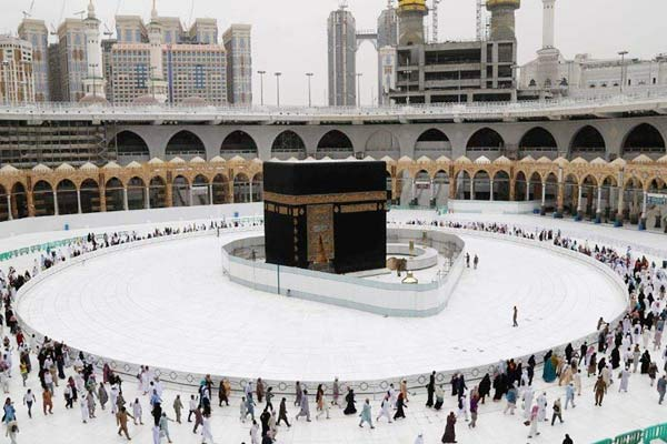 Social distancing in Mecca dropped